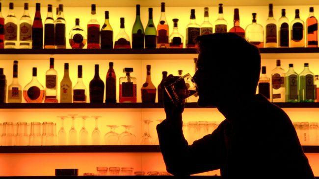 человек в баре