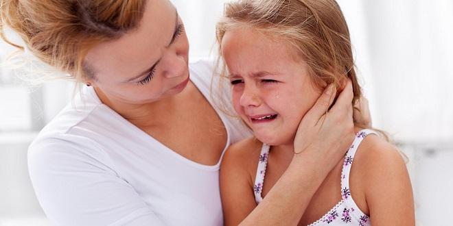 плач маленькой девочки