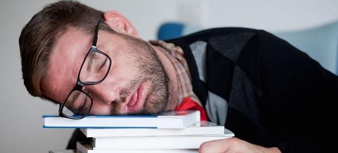 усталый человек