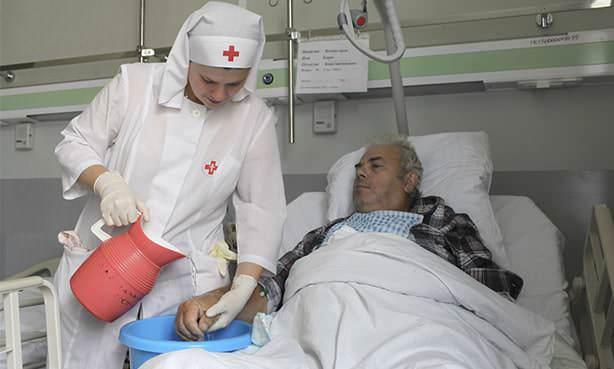 Пациент после перенесенного инсульта в общей палате