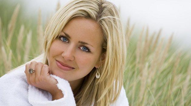 Красивая девушка блондинка