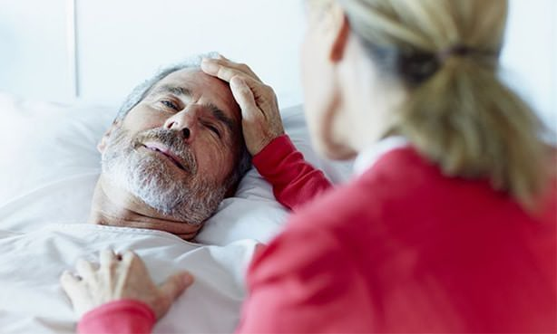 Мужчина после пережитого мозгового удара